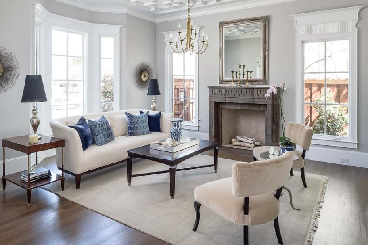 Luxury sitting room with decorative moulding